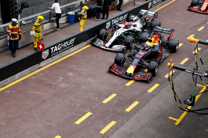 """Verstappen hekelt milde straf voor Ferrari: """"5.000 euro is peanuts"""""""