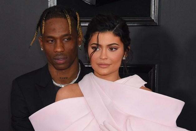 Kylie Jenner krijgt voor haar verjaardag letterlijk huis vol rozen van Travis Scott