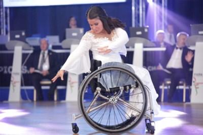Hasseltse Sofie Cox (25) is topper in zowel rolstoeldansen als rolstoeltennis