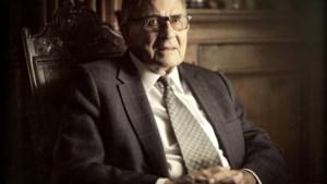 95-jarige 'Meester Medaerts' vat eeuw toneel samen in boek