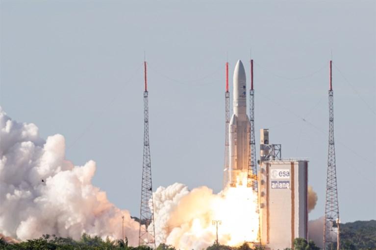 Europese Ariane-5 schiet twee telecomsatellieten ruimte in