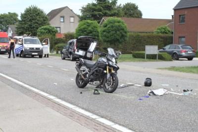 Motorrijder zwaargewond na botsing met camionette