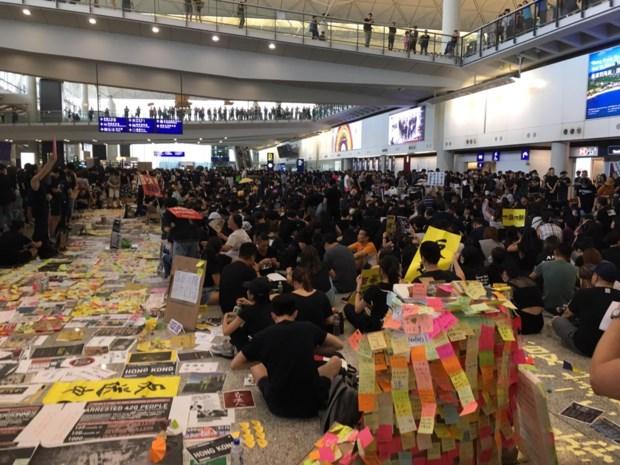 """Limburgs koppel bij protesten Hongkong: """"Ontroerend om te zien"""""""