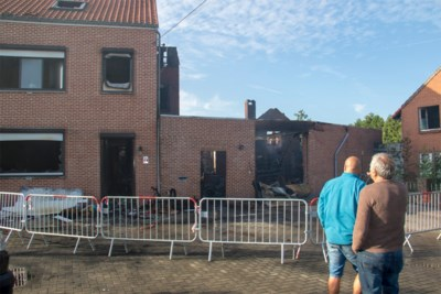 Uitslaande brand verwoest huis in Melveren