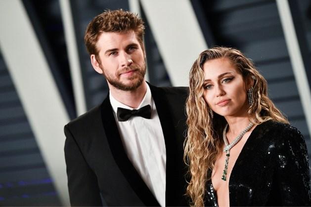Nog maar net gescheiden, maar Miley Cyrus nu al kussend betrapt met vrouw