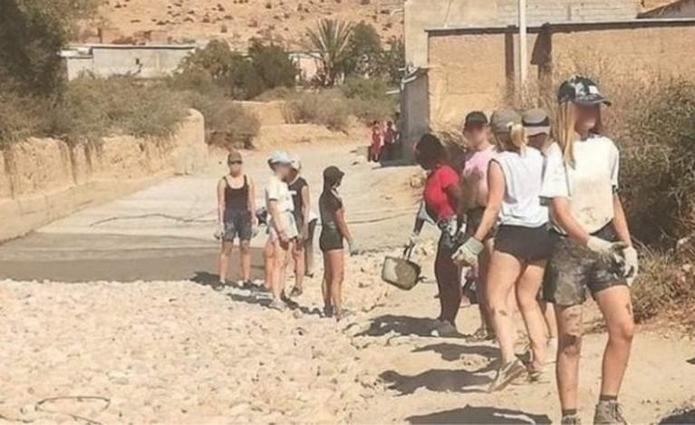 Marokkaanse vrouwen organiseren mars in short uit solidariteit met Belgische vrijwilligsters