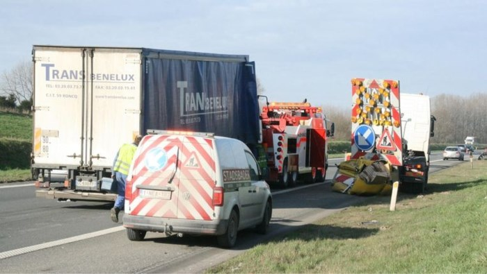 Wegenwerker sterft na aanrijding op E42