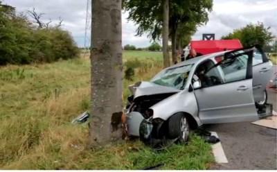 Man overleden en twee personen kritiek na zwaar ongeval in Maaseik