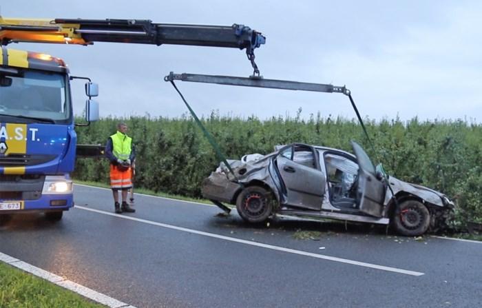 Drie gewonden nadat bestuurder controle over stuur verliest en in gracht belandt in Sint-Truiden