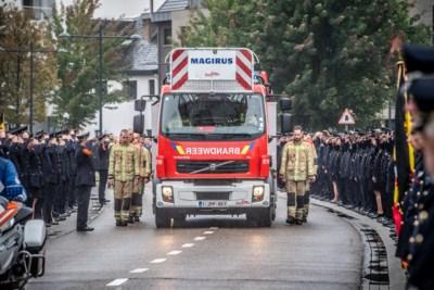 Afscheid van brandweermannen Chris en Benni met erehaag en emotionele dienst