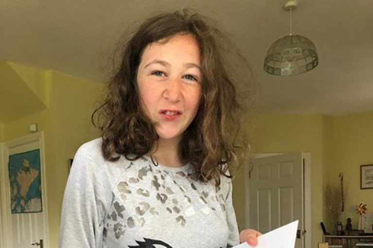 """Nog steeds twijfel over dood van Nora Quoirin: """"Onmogelijk dat ze waterval waar haar lichaam werd gevonden alleen kon bereiken"""""""