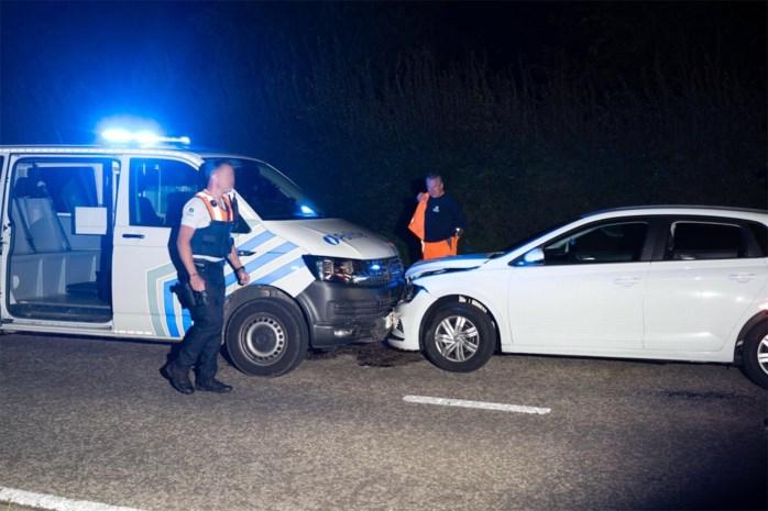 Vrouw onder invloed van drugs rijdt frontaal in op politiecombi