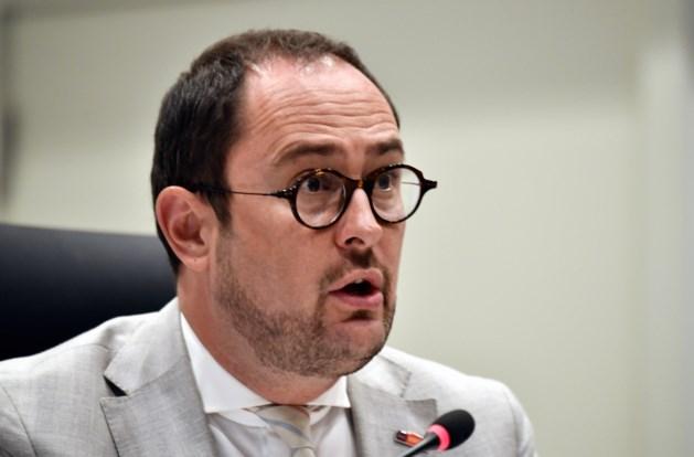 Van Quickenborne dient klacht in tegen Vlaams Belang