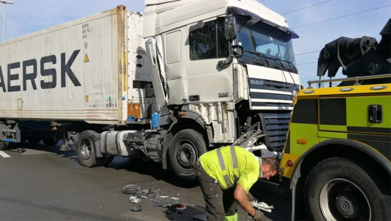 E313 richting Hasselt weer vrij na zwaar ongeval met vrachtwagens in Herentals