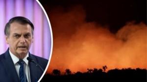 """""""Longen van de wereld"""" staan in brand, Bolsonaro overweegt soldaten in te zetten"""