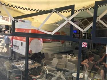 """Getuigen over bestelwagen die op terras inreed in Bilzen: """"Dachten aan aanslag"""""""