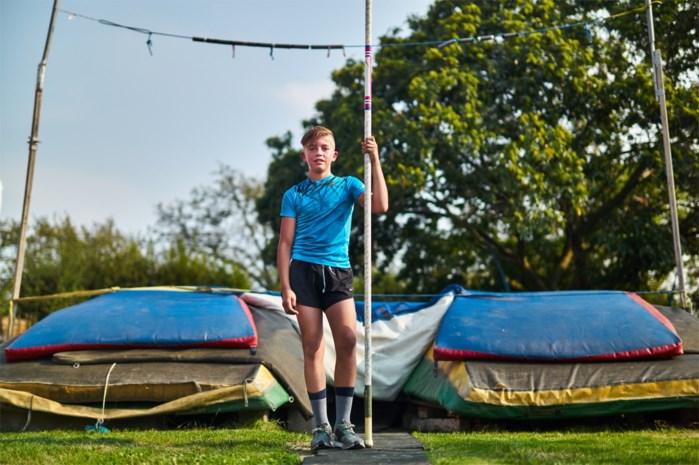 Yljo uit Alken is 13, kan naar de unief en leert zichzelf polsstokspringen in de tuin