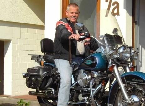 """Perenaar (67) sterft na ongeval: """"Hij zei altijd: ik hoop dat ik nooit iets aan de hand krijg op de motor"""""""