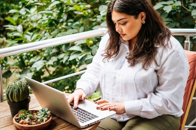 Vrouwen met maatje meer shoppen het liefst online