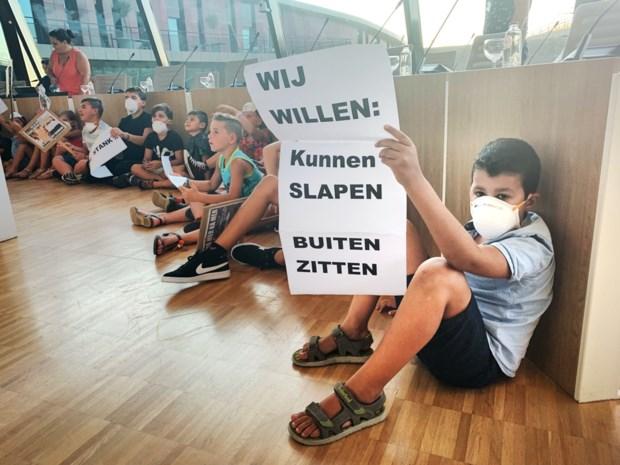 Bewoners protesteren op gemeenteraad tegen geur van Remo