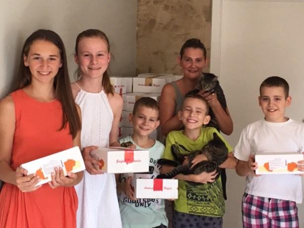 Kinderen houden wafelverkoop voor Poezenpootjes