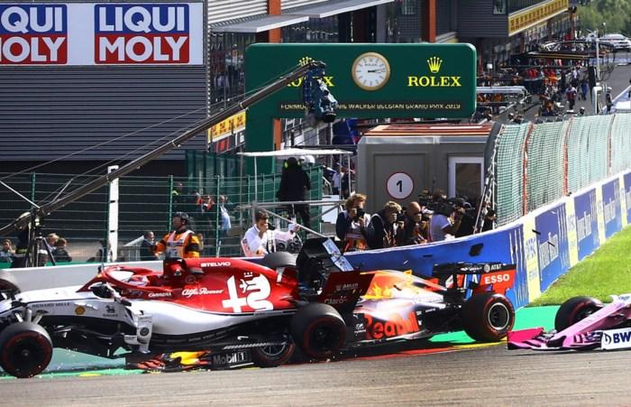 """Max Verstappen valt meteen uit in Francorchamps: """"Na wat zaterdag gebeurd is, maakt dit niet uit"""""""