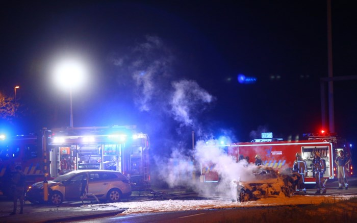 Auto vliegt in brand na aanrijding in As