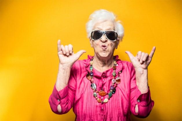 Studie bewijst: optimisten leven tot tien jaar langer, maar maakt geld echt niet gelukkig?