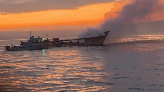 Brand op schip Californië: 33 lichamen uit het water gehaald