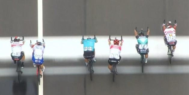 Caleb Ewan wint Brussels Cycling Classic na spannende massasprint