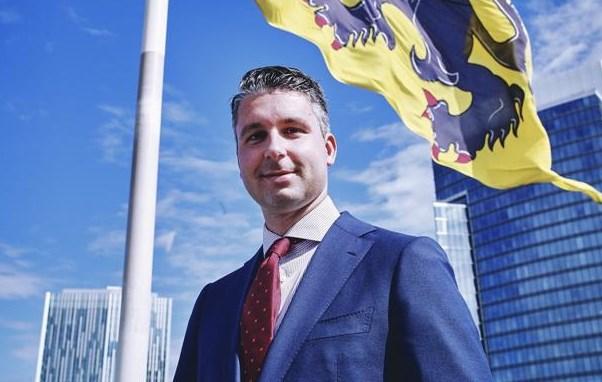 """""""Linkse ratten, rol uw matten"""": dit is de man achter de social media-campagnes van Vlaams Belang"""