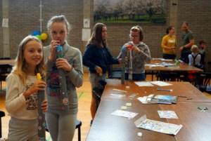 Kinderen maken zelf blaasinstrument