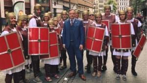 """Bart De Wever (N-VA) poseert met 'onderhandelingsteam': """"Nu zal het vooruitgaan"""""""