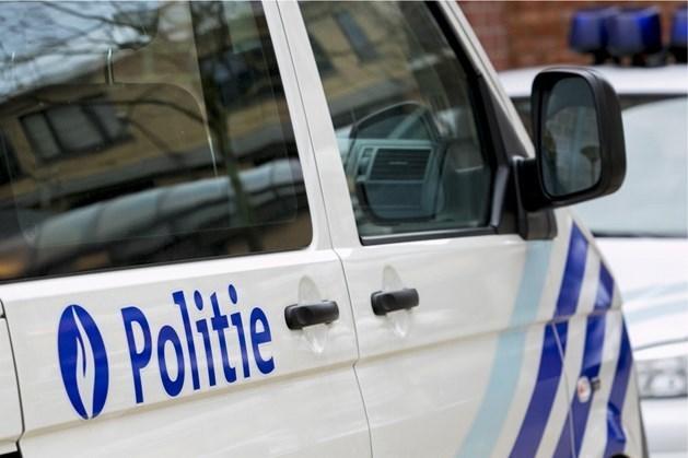Politiewagen total loss na achtervolging: vluchtwagen teruggevonden