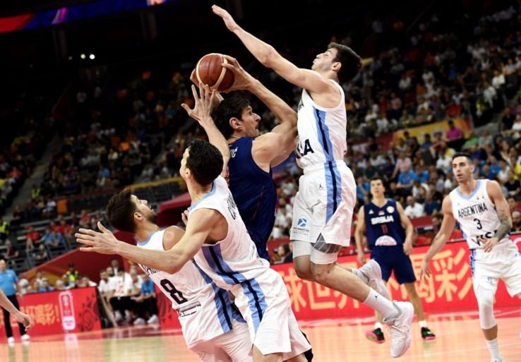 Argentinië schakelt verrassend Servië uit op WK basketbal, Spanje maakt favorietenrol wel waar