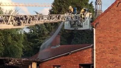 Schuur vat vuur, buurtbewoners spreken van brandstichting