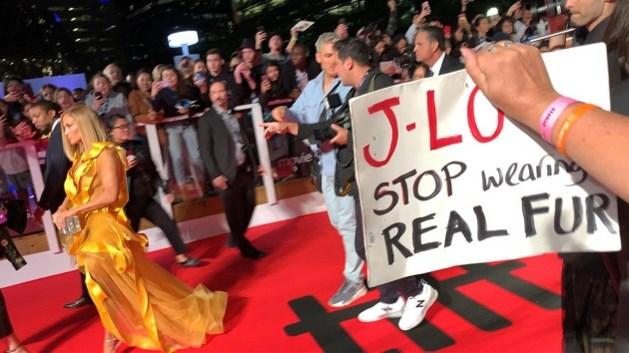 Jennifer Lopez krijgt protest over zich heen omdat ze bont draagt