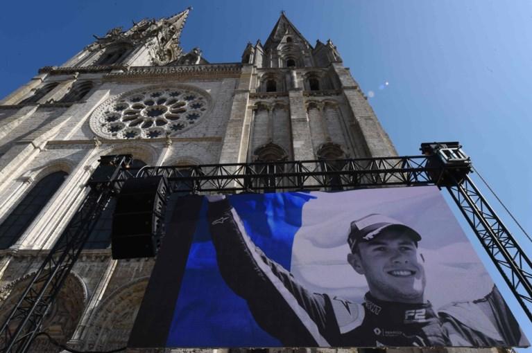 IN BEELD. Autosportwereld neemt tijdens begrafenis afscheid van verongelukte Anthoine Hubert