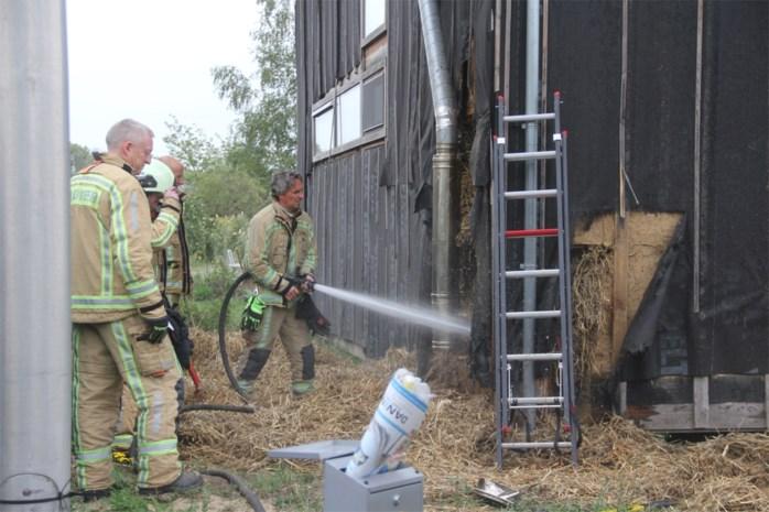 Isolatiestro van natuurhuis vat vuur in Elen