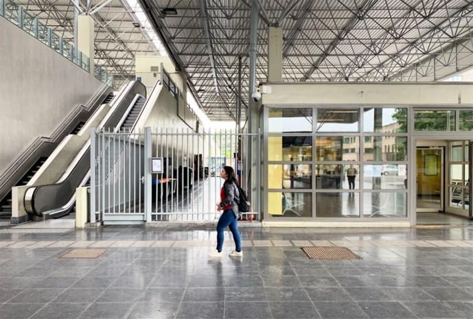 """Stad Genk stuurt boze brief naar de spoorwegen: """"De bib is geen openbaar toilet"""""""