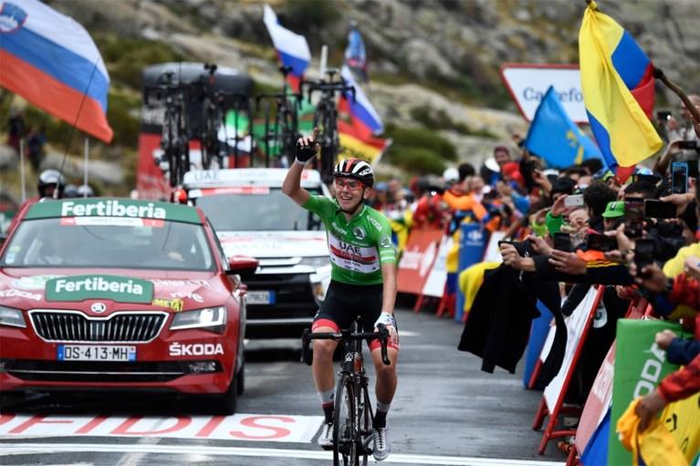 Indrukwekkende Tadej Pogacar terug op het podium na derde ritzege in Vuelta, Primoz Roglic komt niet in de problemen