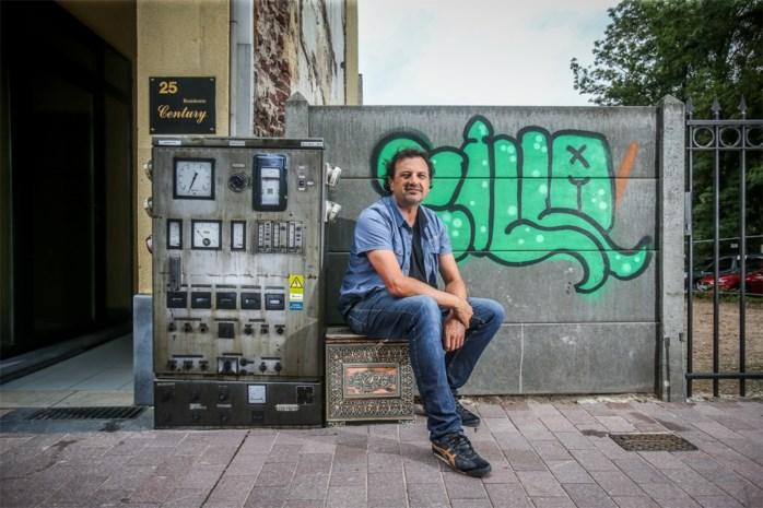 Hasselaar tovert elektriciteitkasten in Genk om tot kunst