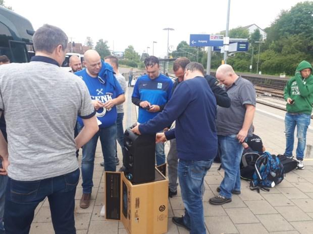 """KRC Genk naar Salzburg: """"Geen muziek op de bus? Dan stoppen we toch bij Media Markt"""""""