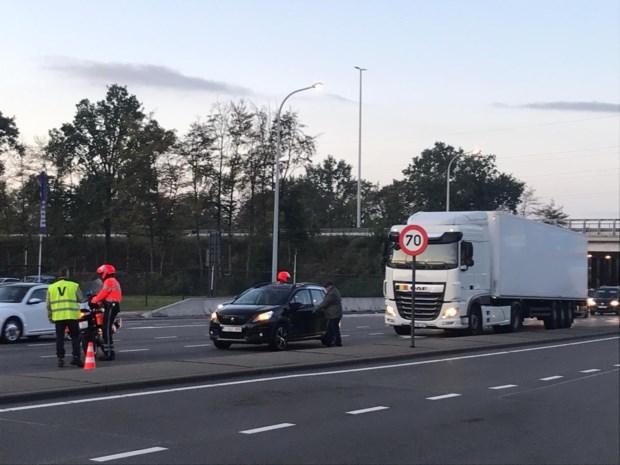 Twee gewonden bij zware klap aan op- en afrittencomplex Sint-Truidersteenweg