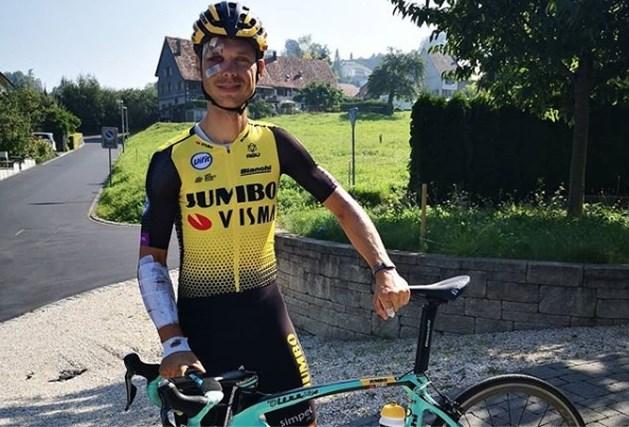 Straffe mannen, die coureurs: Tony Martin zit na zware val alweer op de fiets, ondanks pijn hoopt Duitser nog op WK