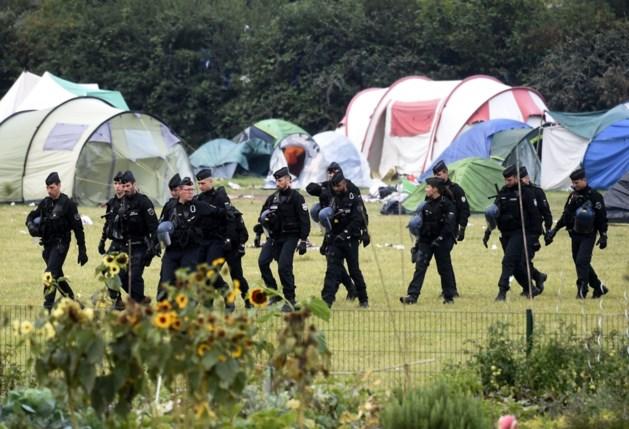Franse ordediensten evacueren migrantenkamp Grande-Synthe vlak bij Belgische grens