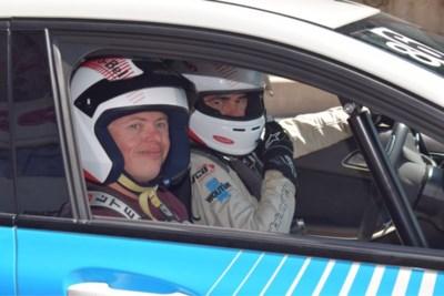 Jongvolwassenen met beperking racen op Circuit van Zolder