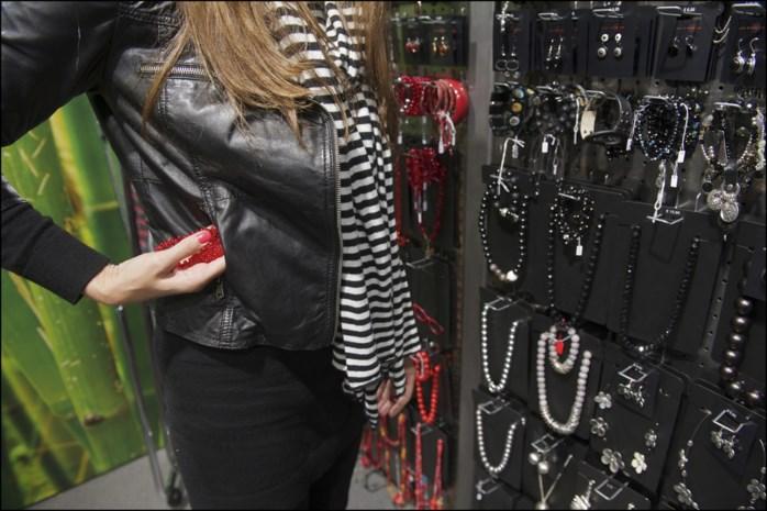 Winkeldievegge plooit duim Truiense C&A-verkoopster om