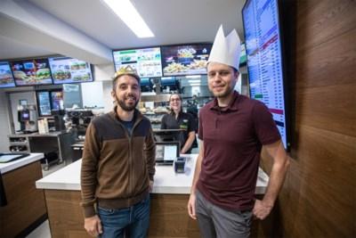 100 'koningen' krijgen gratis hamburger op openingsdag Burger King
