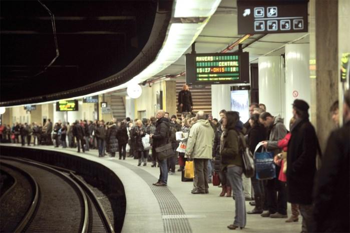 Defecte trein zorgt voor vertraging op Noord-Zuidverbinding in Brussel